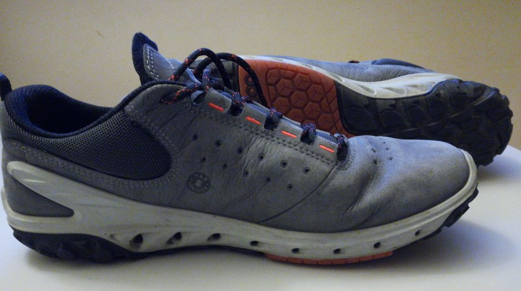 Safe shoes fit securely and has non-slippery soles